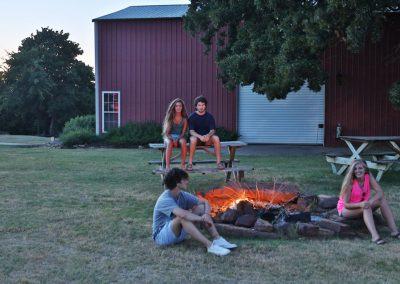 barn-campfire